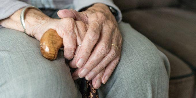Seniorentelefon – so ist das Telefonieren für Senioren kinderleicht auf seniorenhandys-test.de