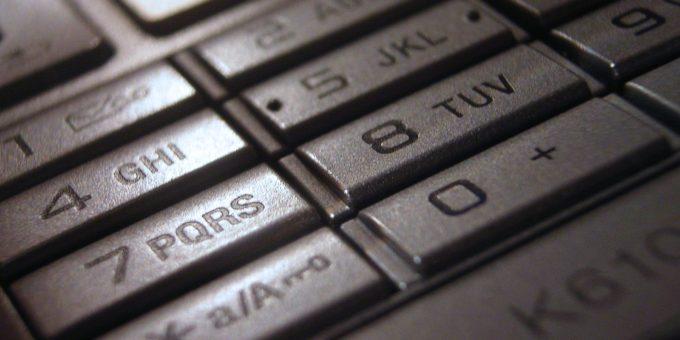 Handy mit großer Tastatur – besonders geeignet für Senioren auf seniorenhandys-test.de